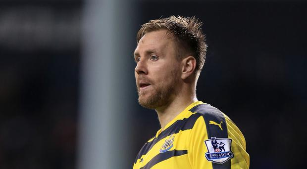 Newcastle goalkeeper Rob Elliot has apologised to fans for the team's performance at Everton