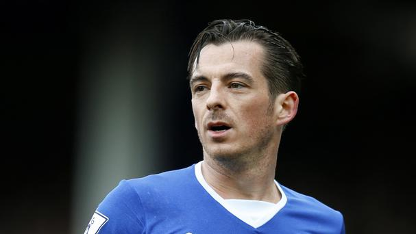 Leighton Baines has apologised for saying Everton lack chemistry