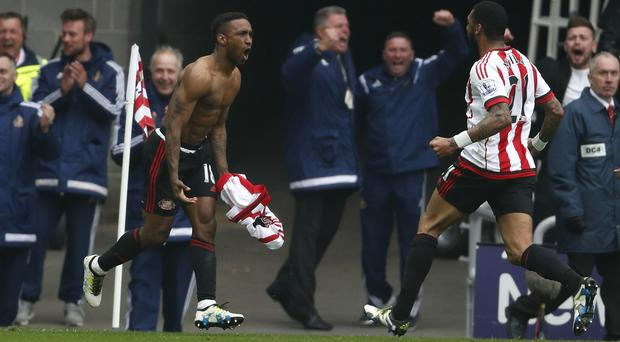 Sunderland's Jermain Defoe scored a priceless winner in the 3-2 win over Chelsea