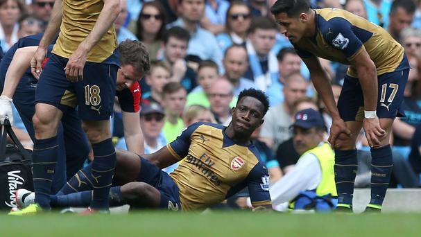 Arsenal's Danny Welbeck suffered a knee injury against Manchester City