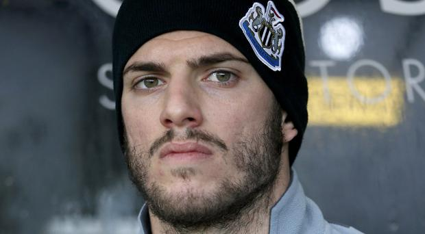 Sunderland have pulled out of a deal to sign former Newcastle defender Davide Santon.