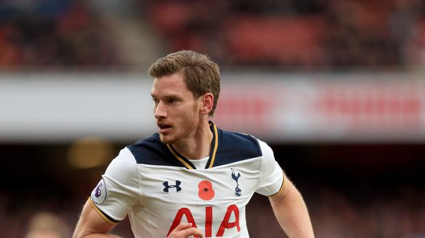Kane signs two-year extension with Tottenham