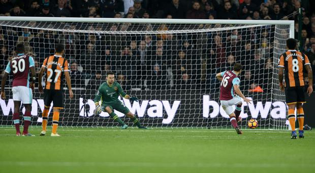 Mark Noble's penalty secured a 1-0 win for West Ham against Hull