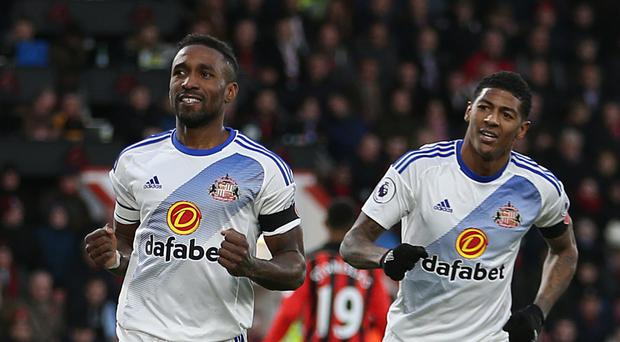 Sunderland boss David Moyes has called on his players to help out star striker Jermain Defoe (left)