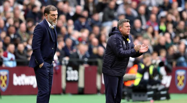 Craig Shakespeare, right, saw his Leicester side extend their winning run at West Ham