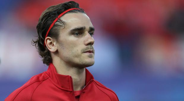 Atletico Madrid's Antoine Griezmann is edging closer to a Manchester United switch, according to reports