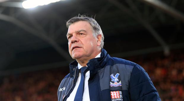 Allardyce keen on Defoe but needs Palace safety first