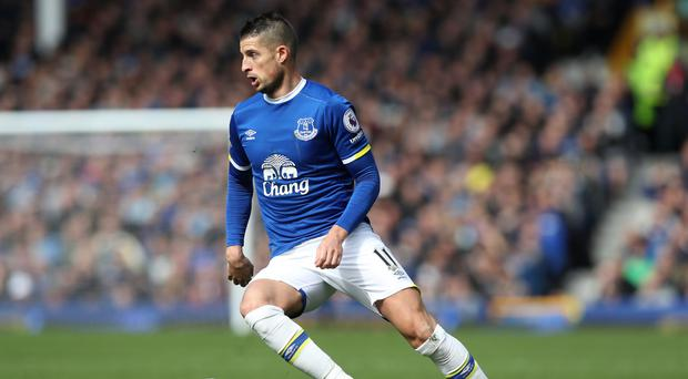 Everton forward Kevin Mirallas has signed a new three-year contract