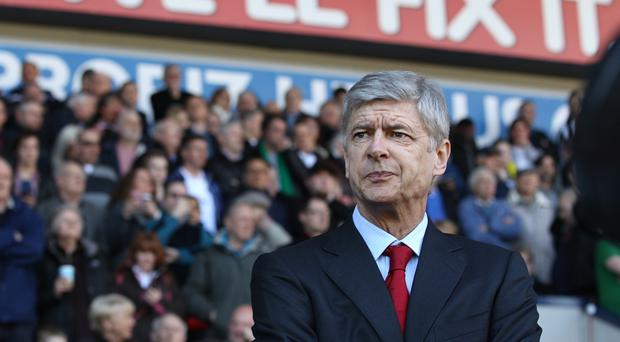 Wenger agrees to new Arsenal deal