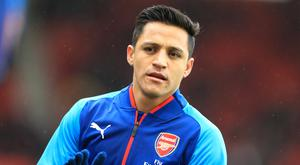 Alexis Sanchez' potential move to Manchester United is being held up.