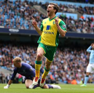 Jonny Howson put Norwich ahead for the third time against Manchester City