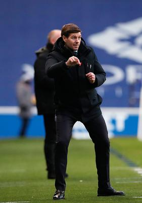 Steven Gerrard sends out instructions during Rangers' 5-0 win over Ross County