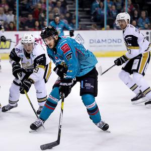 Brian Ward battles against the Nottingham Panthers (William Cherry/Presseye)