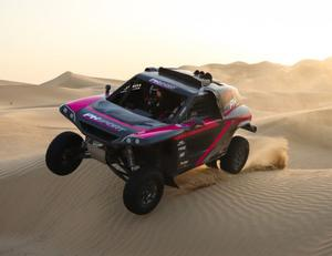 Dune buggy: the PH Sport Zephyr Kris Meeke will pilot in the Dakar Rally goes through its paces during testing