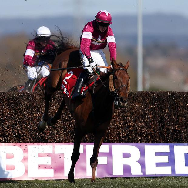 First Lieutenant claimed the Betfred Bowl at Aintree