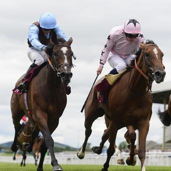 Mango Diva (right) wins from Lahinch Classics at the Curragh
