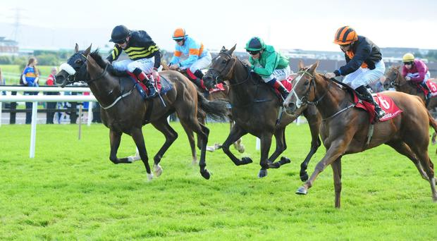 Jet Streaming (right) leaves it late at Galway