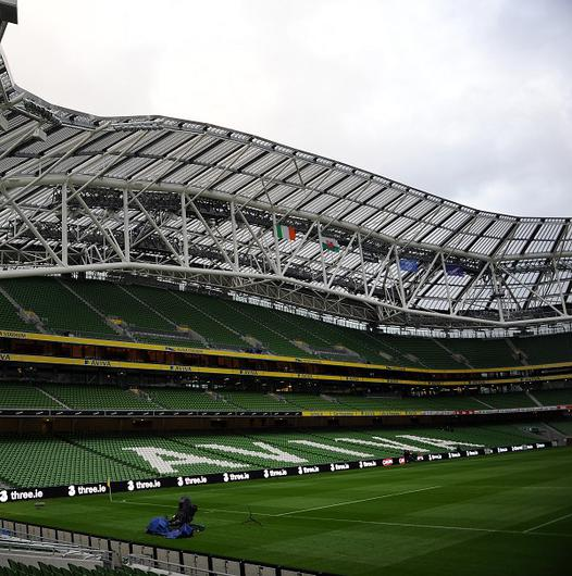Ministers from Northern Ireland and the Republic of Ireland are in talks about an all-island Rugby World Cup bid
