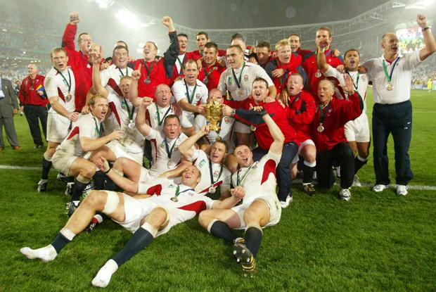 The England squad with the Webb Ellis Trophy in 2003 (David Davies/PA)