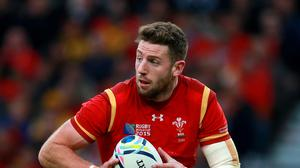 Wales wing Alex Cuthbert has signed a new contract with Cardiff Blues