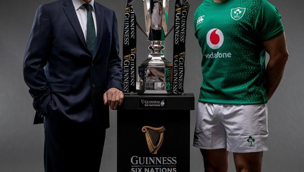 Joe Schmidt with Ireland captain Rory Best and the Six Nations trophy