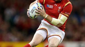 Wales wing Alex Cuthbert scored a late try which helped Cardiff defeat Scarlets