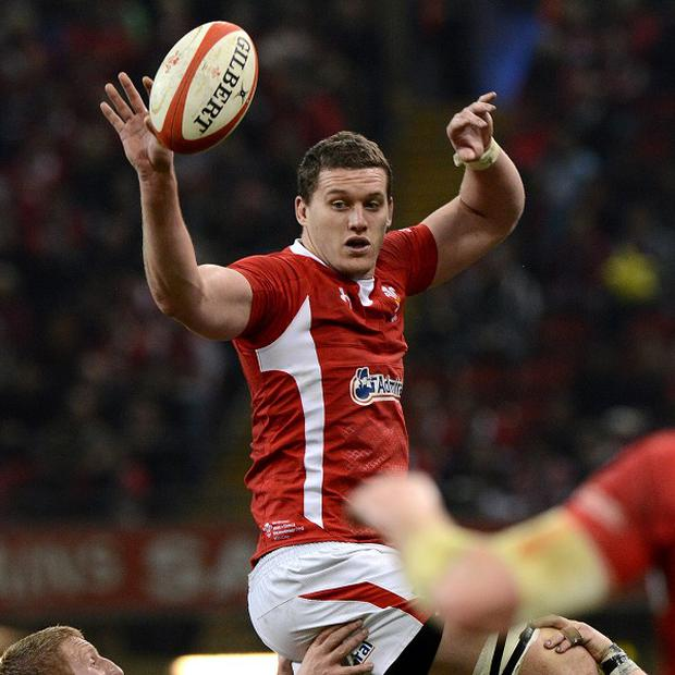 Ian Evans hopes Wales can keep the pressure on England with victory over Italy this weekend