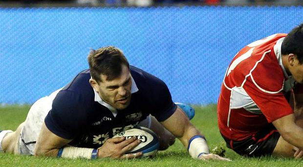 Sean Lamont, left, hopes to rack up 100 caps for Scotland
