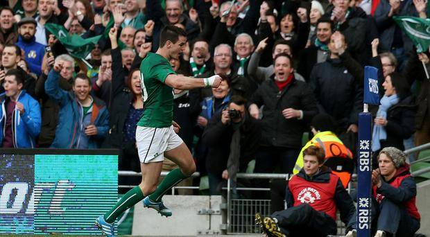Ireland's Jonathan Sexton is expected to sign for Leinster