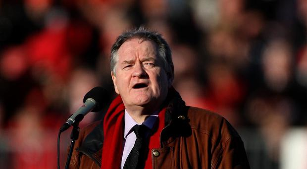 Dafydd Iwan has called for fans to stop singing the Tom Jones hit 'Delilah' at matches