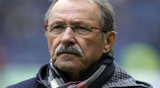 Italy coach Jacques Brunel has been placed in the middle of a players' strike