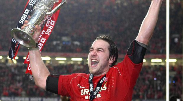 Former Wales captain Ryan Jones has announced his retirement from professional rugby with immediate effect due to injury