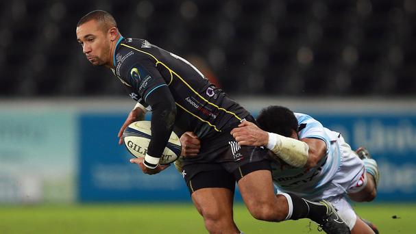 Wales wing Eli Walker has agreed a contract extension with the Ospreys