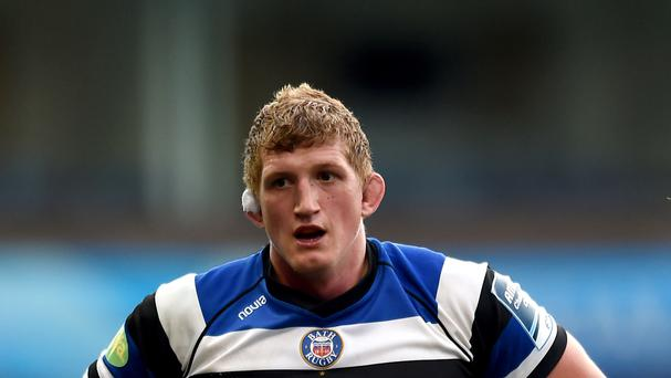 Bath captain Stuart Hooper has retired from rugby due to a back injury