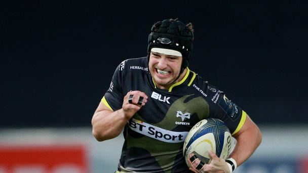 Dan Evans scored a pair of tries in a big win for the Ospreys