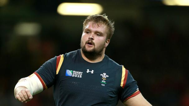 Wales' Tomas Francis has signed a new deal with Premiership Aviva side Exeter Chiefs