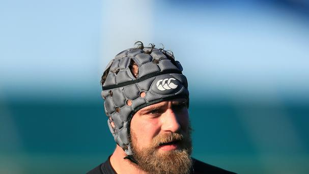 A concussion injury has forced Saracens lock Alistair Hargreaves to retire from rugby.