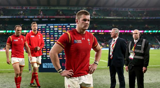 Wales flanker Dan Lydiate will miss the rest of this season after suffering a serious knee injury