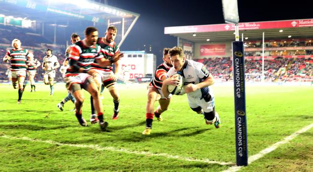 Glasgow's Mark Bennett dives in for a try at Leicester
