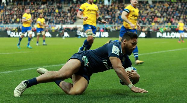 Going over: George Moala of Clermont Auvergne