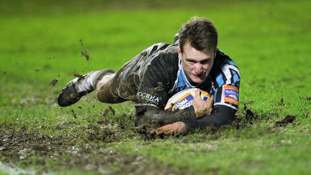 Glasgow's Stuart Hogg has signed a new two-year deal with the Warriors