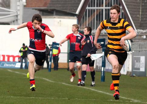 Iain Jones makes a run for the line during the semi-final