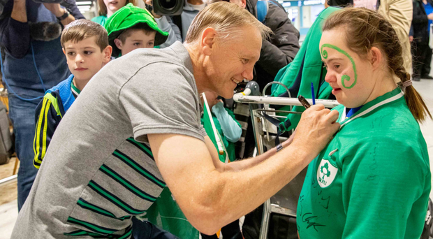 Warm welcome: Outgoing Ireland head coach Joe Schmidt signs Jennifer Malone's shirt as the squad returned from the World Cup