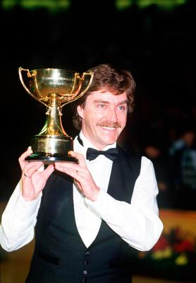 Cliff Thorburn with the Benson and Hedges Championship title in 1986