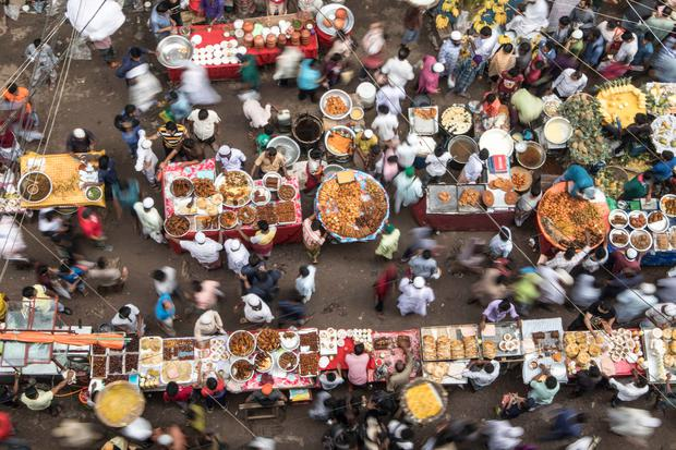 Chawkbazar is one of the most happening places among Dhaka eateries during Ramadan.