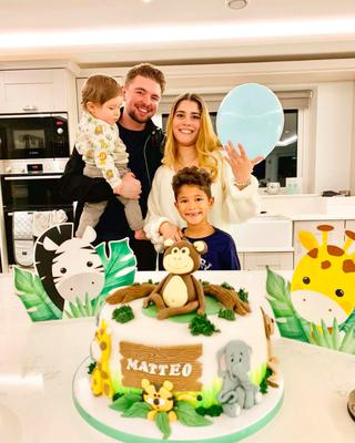 Jordan with his family- fiancee Myllena, little Matteo and young Enrique