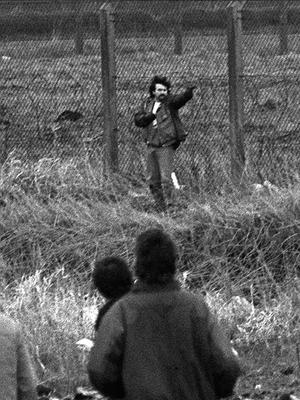PACEMAKER BELFAST    24/11/2006  Loyalist Michael Stone attacks mourners at Milltown Cemetery