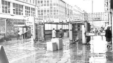 Security gate checks in Royal Avenue.  26/9/1980