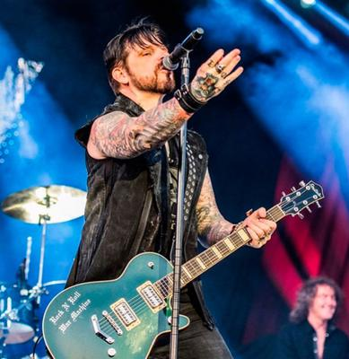 ON SONG: Ricky Warwick on stage