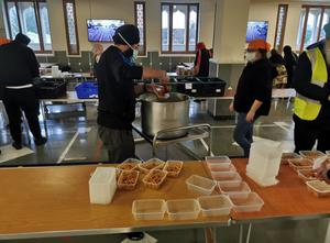 Sikh community prepare meals for truckers